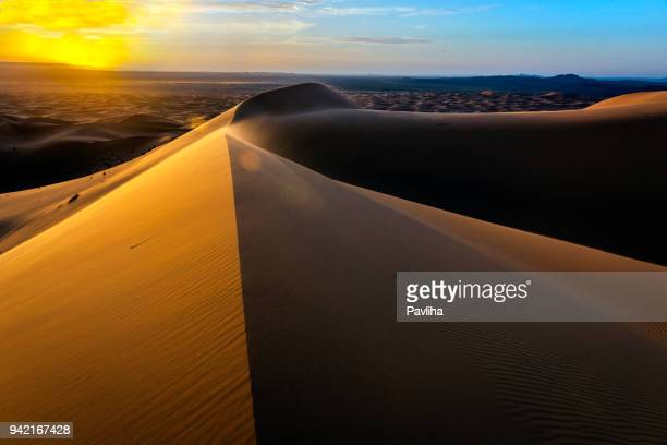 sunrise at erg chebbi sand dunes, morocco,north africa - merzouga stock pictures, royalty-free photos & images