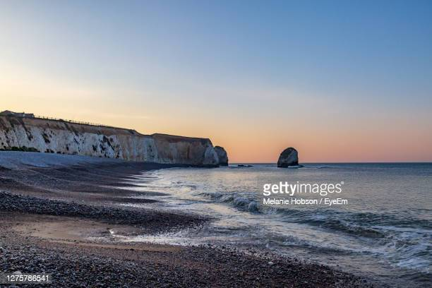 sunrise at freshwater bay on the isle of wight, with the chalk cliffs and rock formations - freshwater bay isle of wight stock pictures, royalty-free photos & images