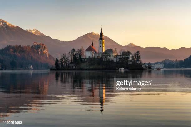 sunrise at lake bled, slovenia. - eslovénia imagens e fotografias de stock