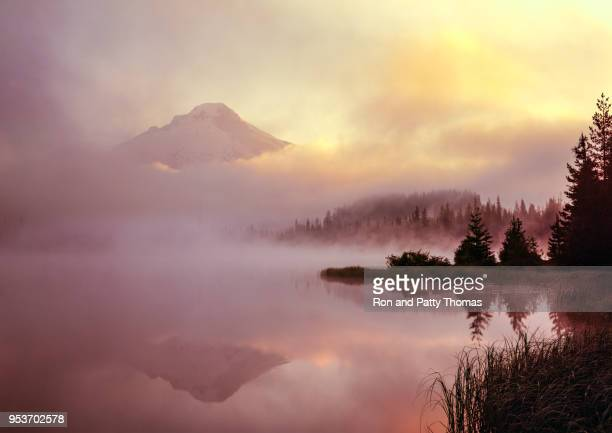 sunrise at majestic mount hood in northern oregon - hood river stock pictures, royalty-free photos & images