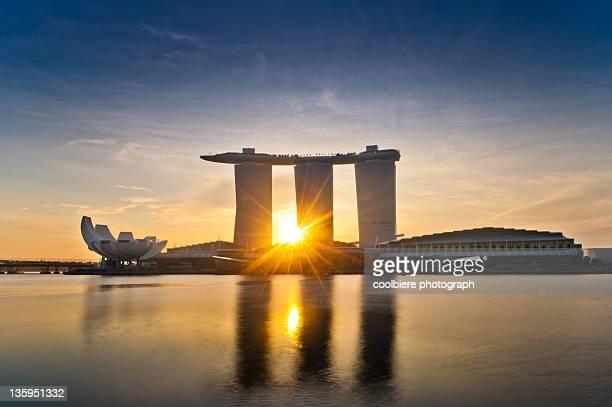 sunrise at marina bay - marina bay singapore stock pictures, royalty-free photos & images