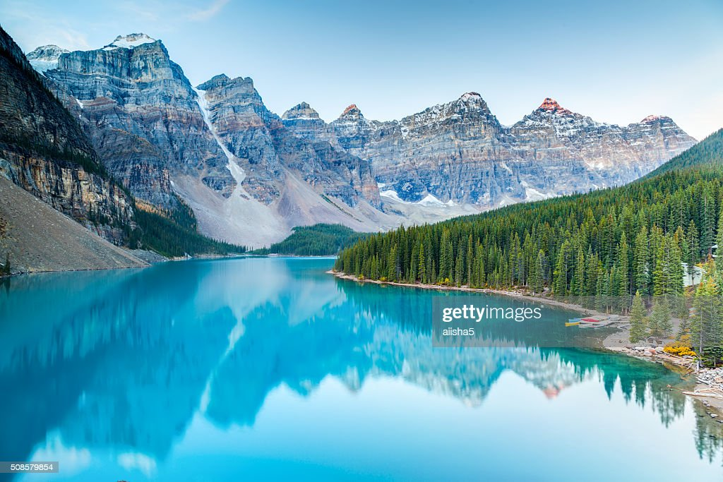 Sunrise at Moraine lake : Stockfoto