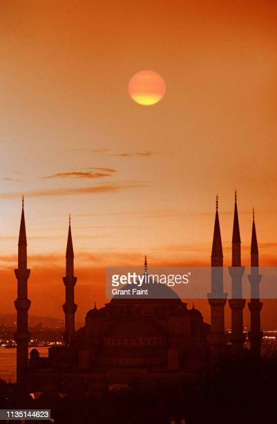 sunrise at mosque. - モスク ストックフォトと画像