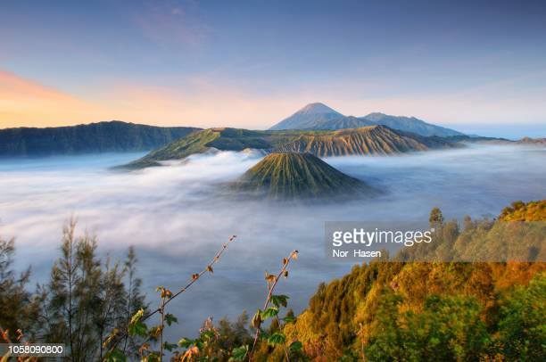 sunrise at mount bromo, east java indonesia. - java indonesia fotografías e imágenes de stock