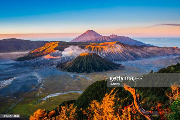 sunrise at mount bromo volcano, the magnificent view of mt. bromo located in bromo tengger semeru national park, east java, indonesia. - java indonesia fotografías e imágenes de stock