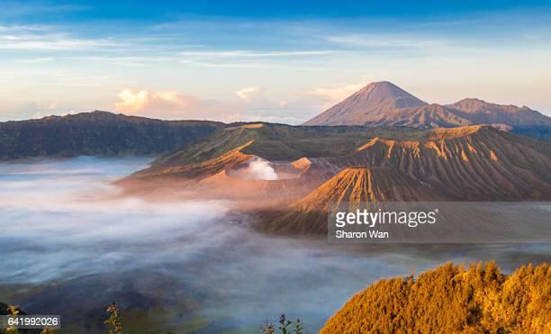 sunrise at mt bromo - bromo tengger semeru national park stock pictures, royalty-free photos & images