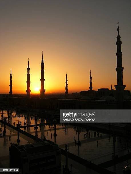 sunrise at nabawi mosque - al masjid al nabawi stock pictures, royalty-free photos & images
