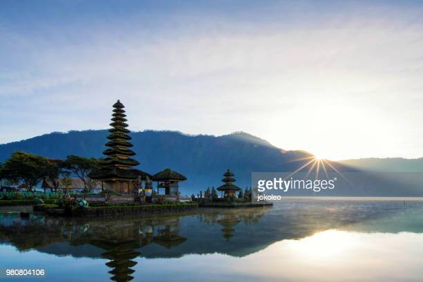 sunrise at pura ulun danu beratan bali - south east asia stock pictures, royalty-free photos & images