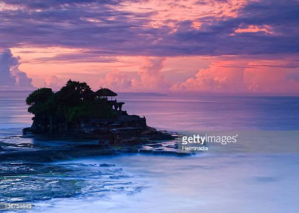 sunrise at tanah lot - tanah lot stock pictures, royalty-free photos & images