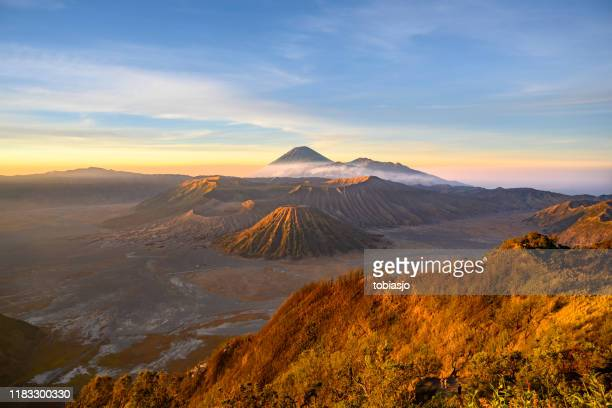 sunrise at the bromo volcano mountain in indonesia - mt bromo stock pictures, royalty-free photos & images