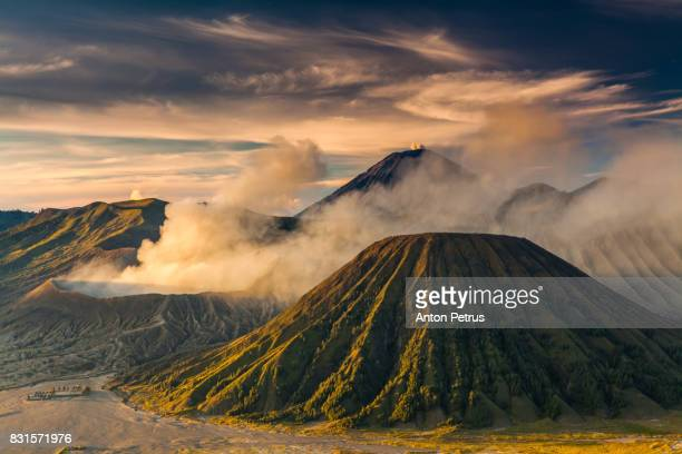 sunrise at the bromo volcano mountain in indonesia - bromo tengger semeru national park stock pictures, royalty-free photos & images
