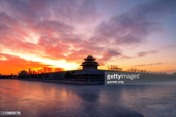 sunrise at the corner of the forbidden city - 湖 fotografías e imágenes de stock