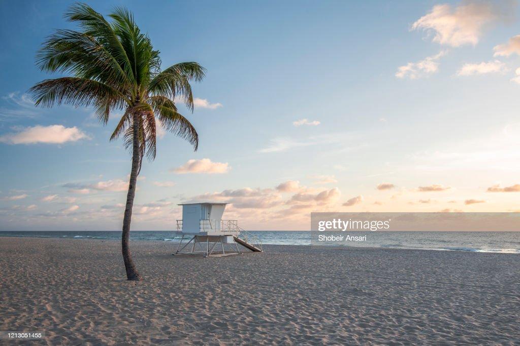 Sunrise at the Fort Lauderdale beach, Florida : Stock Photo