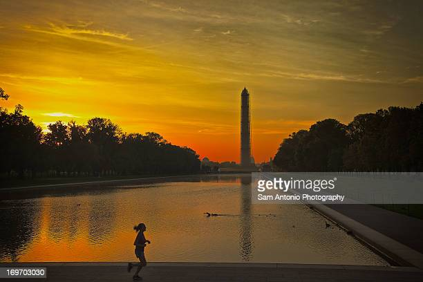 sunrise at the lincoln memorial reflecting pool - reflecting pool stock pictures, royalty-free photos & images