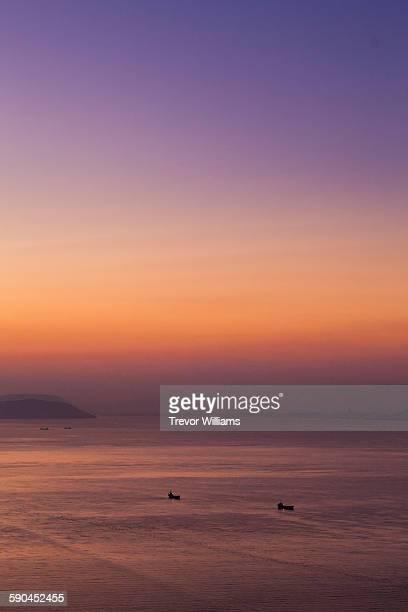 sunrise at the setouchi sea in okayama, japan - präfektur okayama stock-fotos und bilder