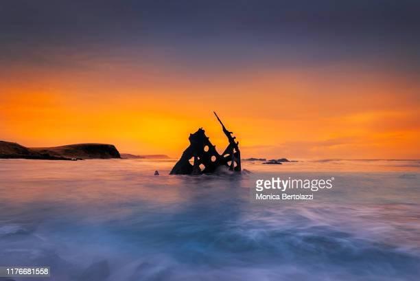sunrise at the shipwreck, the ss specke - 難破 ストックフォトと画像