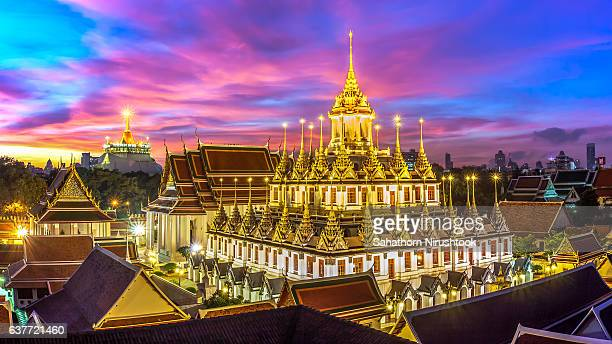 sunrise at wat ratchanaddaram (bangkok, thailand) - 僧院 ストックフォトと画像