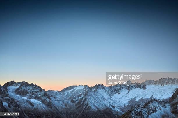 sunrise behind mountain range - image stock-fotos und bilder