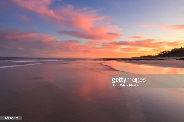 sunrise. cable beach. broome. - インド洋 ストックフォトと画像