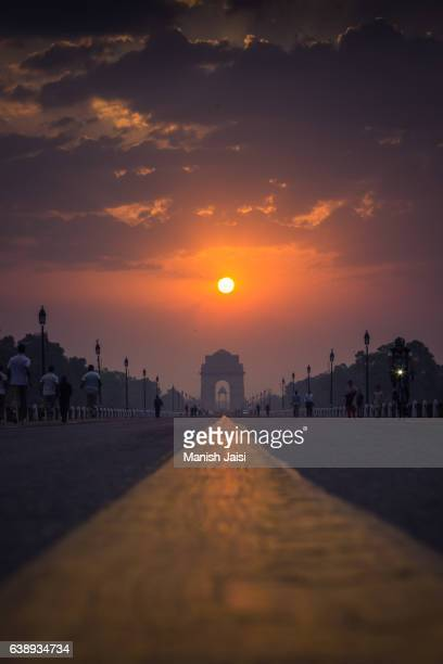 a sunrise captured at india gate, new delhi, india. - india gate stock pictures, royalty-free photos & images