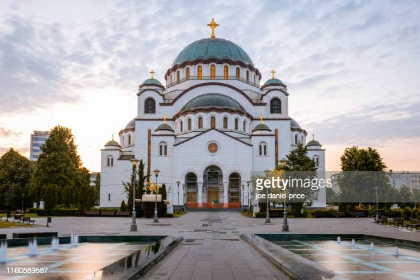 sunrise, church of saint sava, belgrade, serbia - servië stockfoto's en -beelden