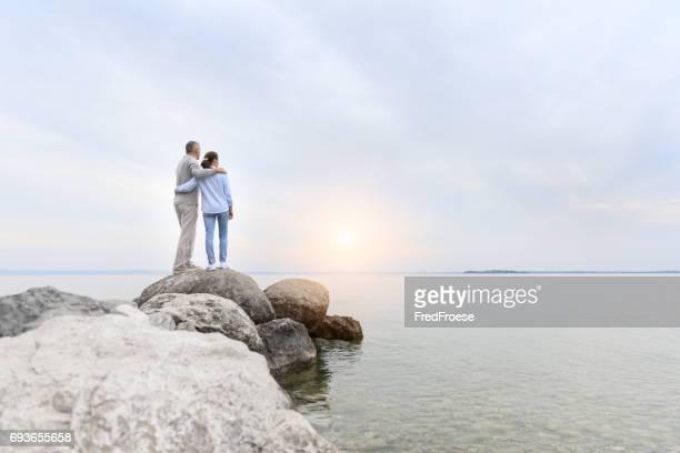 Sunrise - paar am See