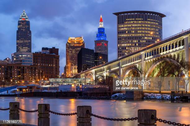 sunrise, cuyahoga river, detroit-superior bridge, skyline, cleveland, ohio, america - cleveland ohio stock pictures, royalty-free photos & images