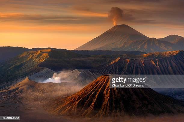 sunrise dawn at mt. bromo, indonesia - bromo tengger semeru national park stock pictures, royalty-free photos & images