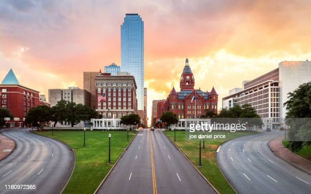sunrise, dealey plaza, bank of america building, old red museum, dallas, texas, america - dallas fotografías e imágenes de stock