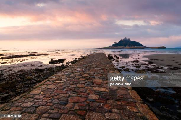 sunrise, footpath, st michael's mount, marazion, cornwall, england - coastline stock pictures, royalty-free photos & images