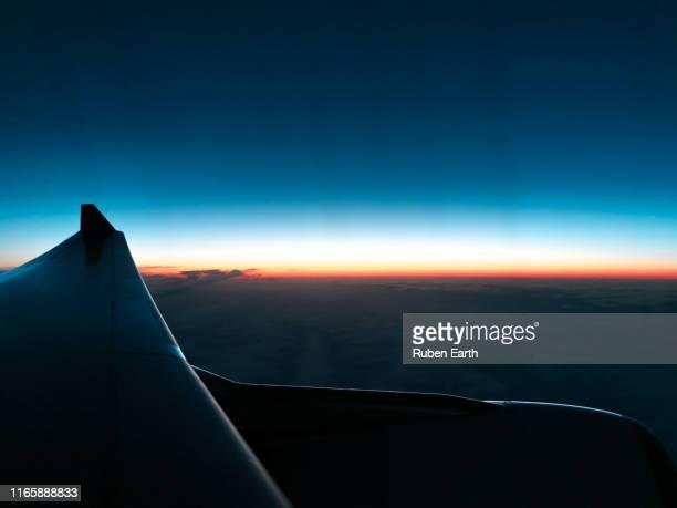 sunrise from a plane while flying over the arctic - inquadratura da un aereo foto e immagini stock