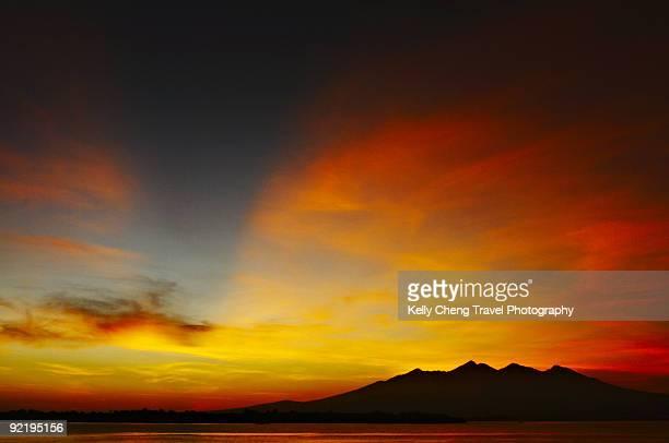 sunrise from gili trawangan - gili trawangan bildbanksfoton och bilder