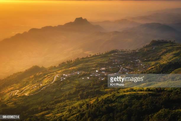 sunrise from the top of phu thap boek - boek imagens e fotografias de stock