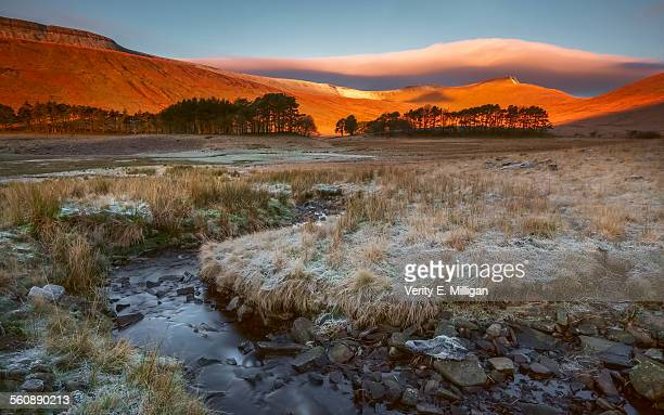 sunrise hits pen-y-fan in the brecon beacons - south wales stock pictures, royalty-free photos & images
