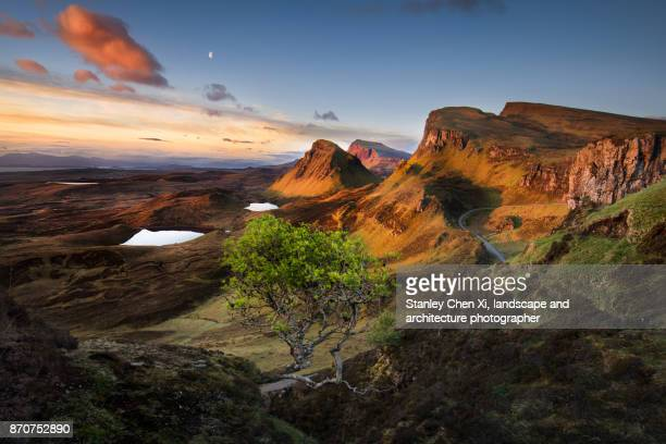 sunrise in quiraing - schottland stock-fotos und bilder