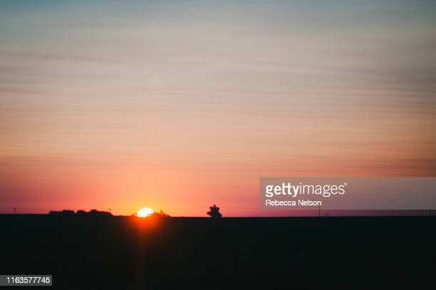 sunrise in rural illinois - rebecca nelson stock pictures, royalty-free photos & images
