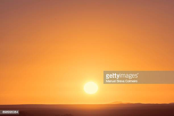 sunrise in sahara - zonsopgang stockfoto's en -beelden