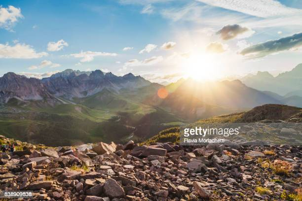 sunrise in the dolomites - pedra rocha - fotografias e filmes do acervo