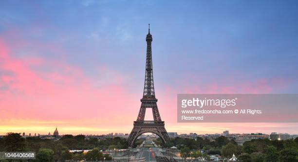 sunrise in trocadero place with the beautiful eiffel tower - eiffel tower paris stock pictures, royalty-free photos & images