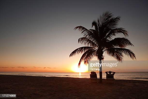Amanecer en playa vacaciones paraíso Tropical del Caribe.