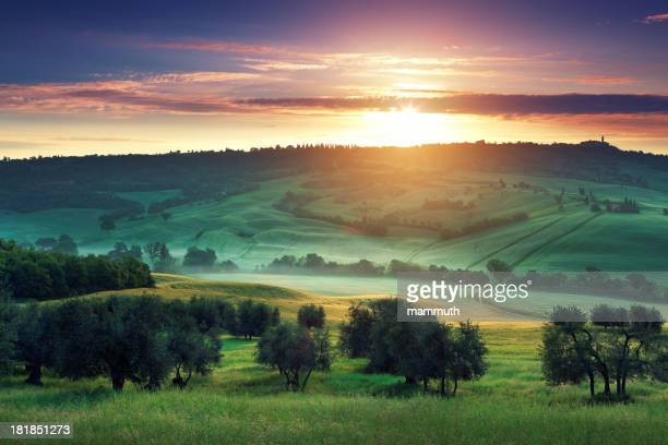 Nascer do sol em Toscana