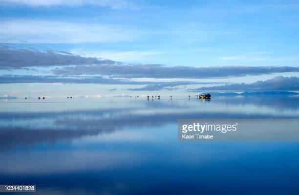 sunrise in uyuni - ウユニ塩湖 ストックフォトと画像