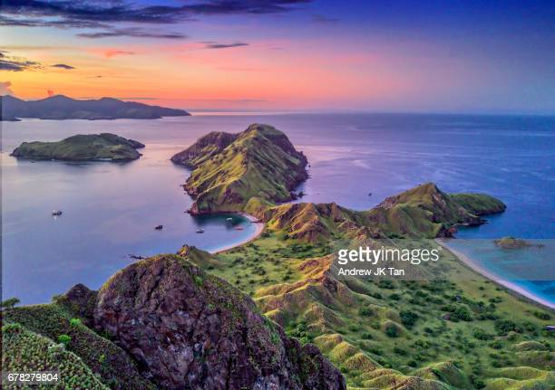 sunrise komodo national park - komodo fotografías e imágenes de stock