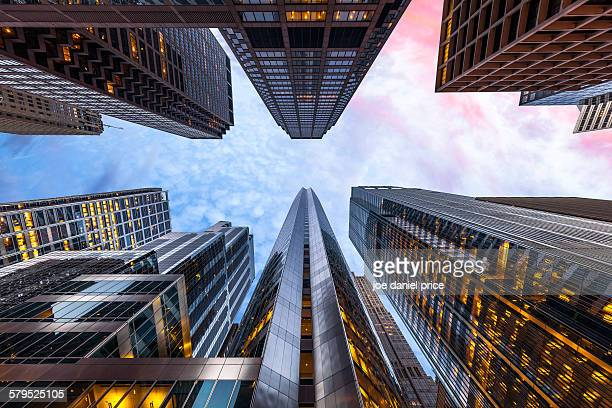 sunrise, looking up, chicago, illinois, america - skyscraper foto e immagini stock