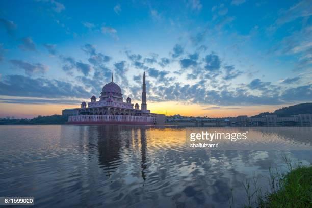 sunrise moment  at putra mosque, putrajaya of malaysia - shaifulzamri stock pictures, royalty-free photos & images