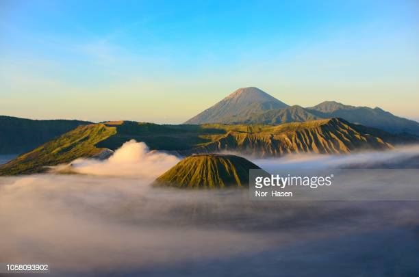 sunrise mount bromo - tengger stock pictures, royalty-free photos & images