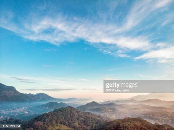 sunrise mountains in matale, sri lanka - cielo variabile foto e immagini stock