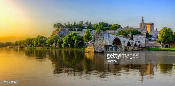 sunrise of avignon bridge with popes palace, pont saint-benezet, provence, france - auvergne rhône alpes stock pictures, royalty-free photos & images