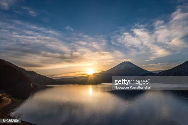 Sunrise of Fujisan from Motosu lake