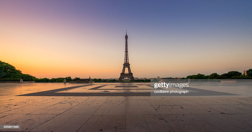 Sunrise of Paris with eiffel tower : Stock Photo